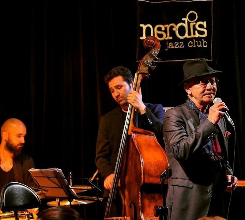 Hayati Kafe (vo), Ozan Musluoğlu (b), Berke Özgümüş (d) (Photo: Nardis Jazz Club Archive)