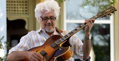 Tüm Gitarcılar, Saygı Duruşuna